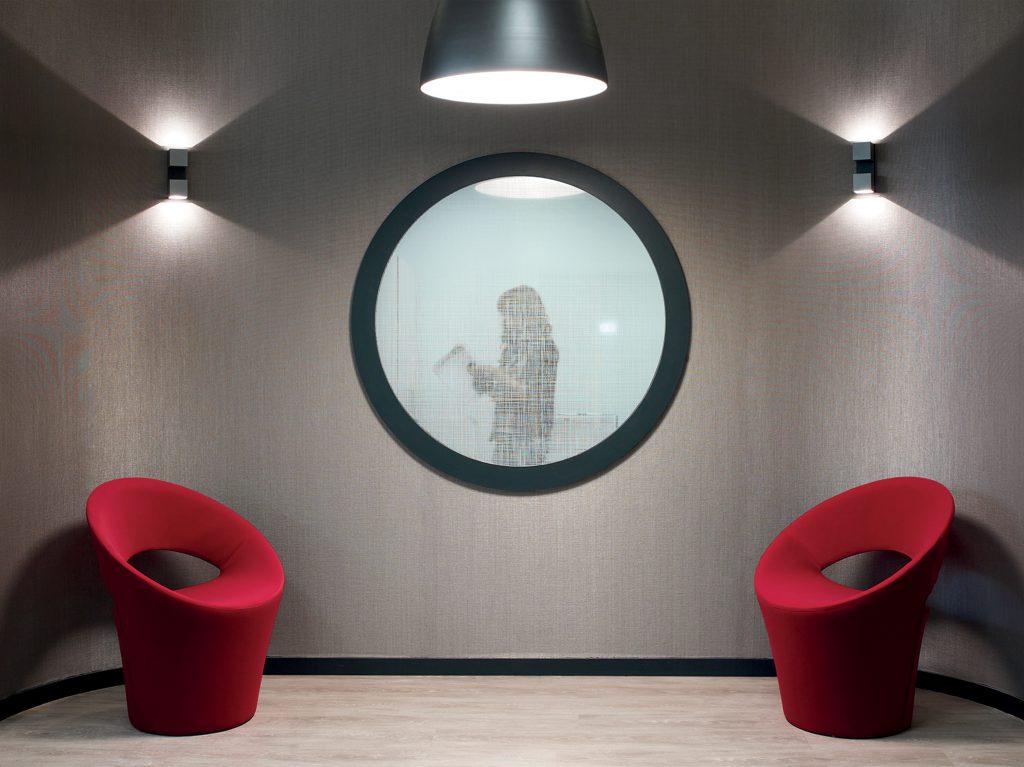 habillage de cloisons vitrées par des films de polyesters à effet