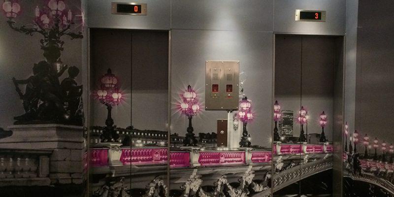 décoration d'ascenceur grâce à un revêtement personnalisé