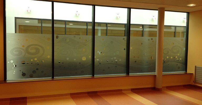 cloisons de bureaux vitrées par un adhésif vinyl depoli